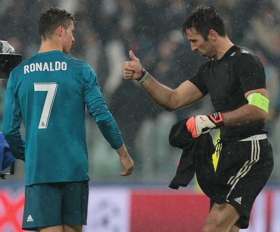 Ronaldo, Messi, Bale và Salah góp mặt trong 10 bàn thắng đẹp nhất 2018 ảnh 1