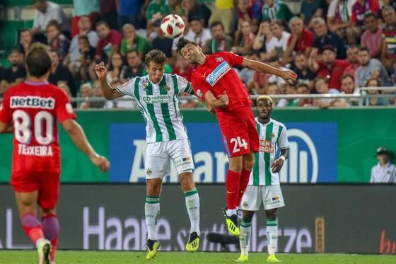 BÊN LỀ: Sợ trộm, Ronaldo yêu cầu Juve cấp thêm vệ sĩ ảnh 2