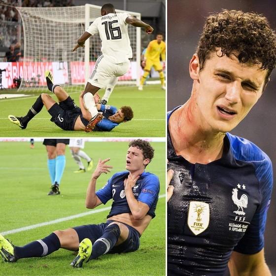 """BÊN LỀ: Balotelli nhảy tưng tưng vì bị đồng đội chơi """"ú òa"""" ảnh 2"""