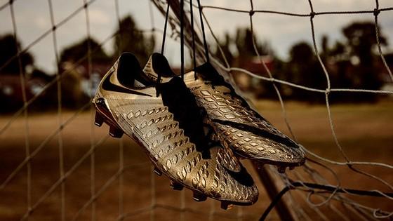 Mang đôi giày Vàng này, nhưng Kanes vẫn chưa thể ghi bàn
