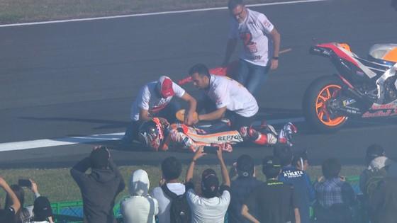 """Đua xe mô tô: Dovizioso đo đường, còn Marquez lại… """"đo size"""" cúp vô địch ảnh 4"""