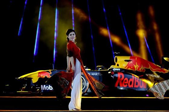 Đua xe F1 đến Việt Nam: Cơ hội gặp Hamilton, Vettel rất gần ảnh 10
