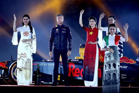 Đua xe F1 đến Việt Nam: Cơ hội gặp Hamilton, Vettel rất gần ảnh 12