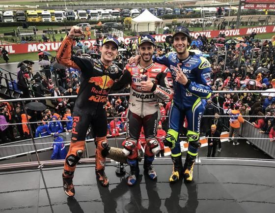 Đua xe mô tô: Dovizioso giành chiến thắng danh dự, Marquez chính thức đăng quang ảnh 2