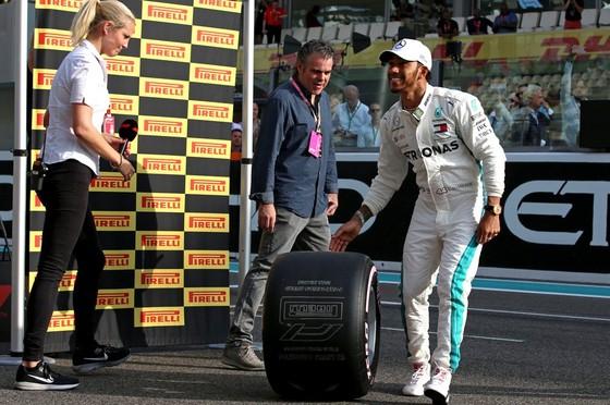 Đua xe F1: Hamilton kết thúc mùa giải bằng chiến thắng thứ 11 ảnh 1