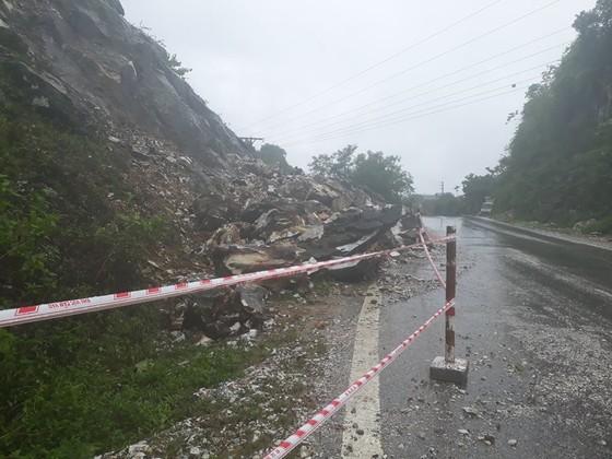 Nghệ An: Mưa lớn gây ngập, sạt lở nhiều nơi, 2 người mất tích ảnh 2