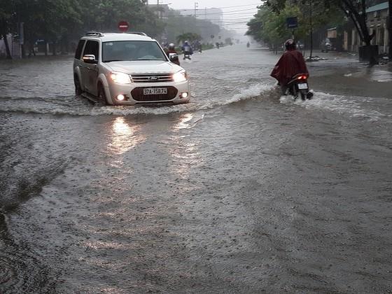 Nghệ An: Mưa lớn gây ngập, sạt lở nhiều nơi, 2 người mất tích ảnh 3