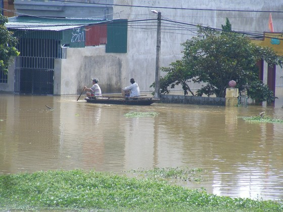 Xóm làng bỗng chốc biến thành sông ảnh 2