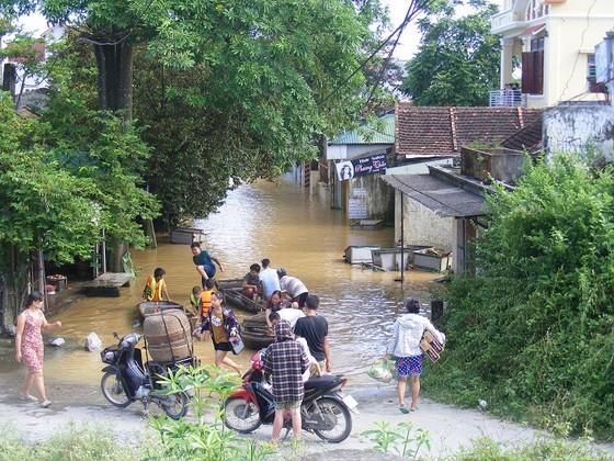 Xóm làng bỗng chốc biến thành sông ảnh 7