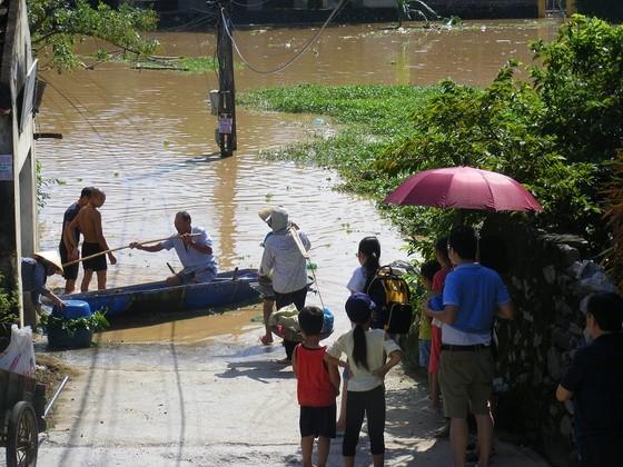 Xóm làng bỗng chốc biến thành sông ảnh 8