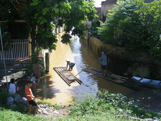 Xóm làng bỗng chốc biến thành sông ảnh 9