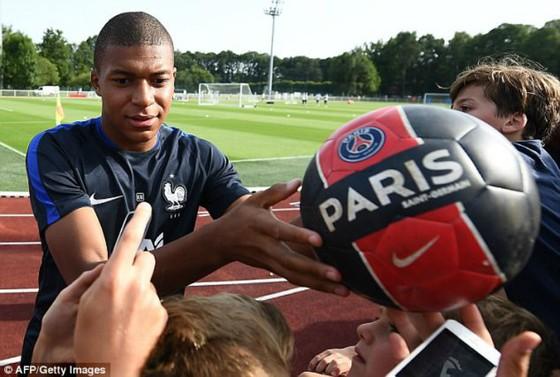 Kylian Mbappe đã chọn PSG. Ảnh: Getty Images