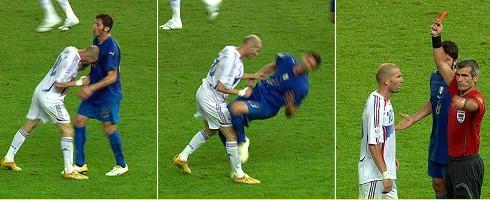 Zinedine Zidane húc đầu vào ngực Marco Materazzi và lãnh thẻ đỏ trong trận chung kết World Cup 2006. Ảnh: EFA