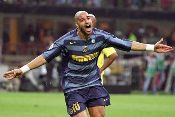 Adriano trong màu áo Inter. Ảnh: Getty Images.