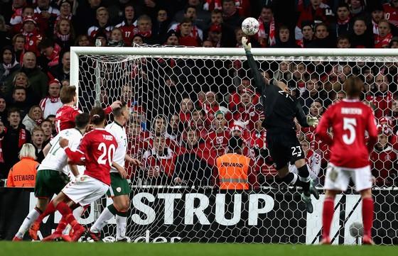 Play-off World Cup 2018: Người hùng Randolph giúp Ailen cầm chân Đan Mạch ảnh 1