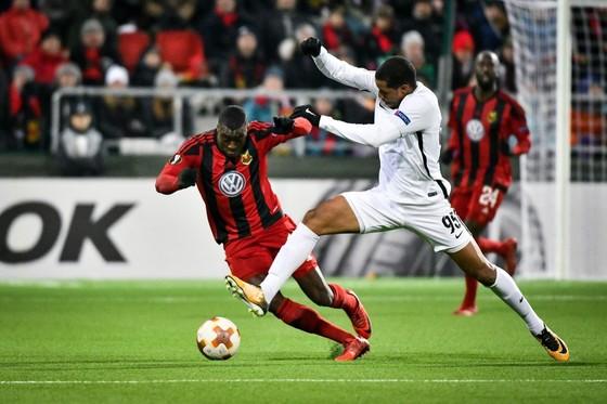 Europa League: Arsenal thua, Milan chạm đích ảnh 2