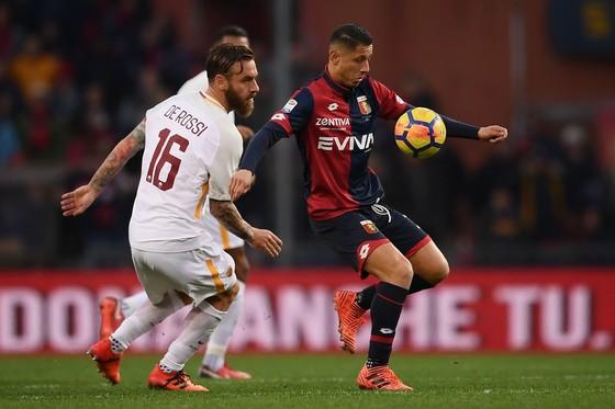 Serie A: Napoli lấy lại ngôi đầu, Juve hứng khởi ở Crotone ảnh 1