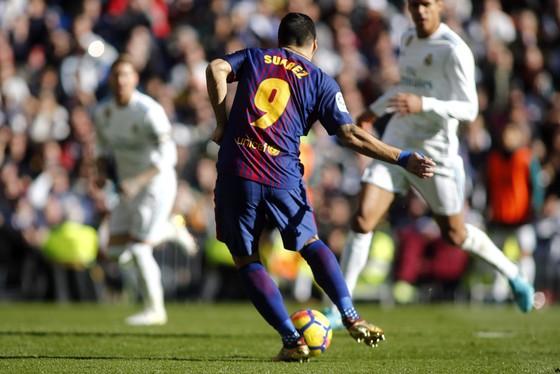 Siêu kinh điển: Tiki-taka giúp Barca đánh bại Madrid ảnh 1