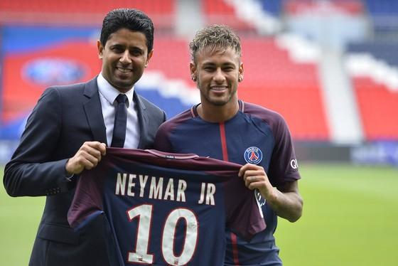 Chủ tịch Nasser Al-Khelaifi và Neymar. Ảnh: Getty Images.