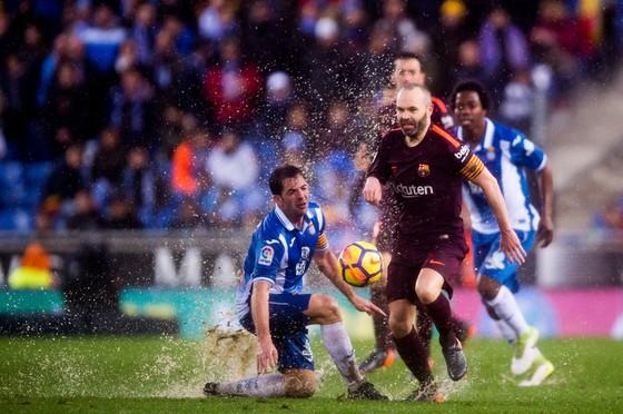Trung vệ Barca vắng mặt trận gặp Chelsea vì chấn thương ảnh 1