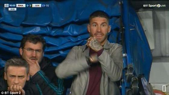 TRung vệ Sergio Ramos đã phạm luật khi lẻn xuống băng huấn luyện của Real Madrid.