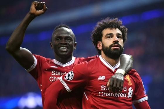 Chờ xem một màn trình diễn nữa của Mo Salah (phải) ở thành Rome.