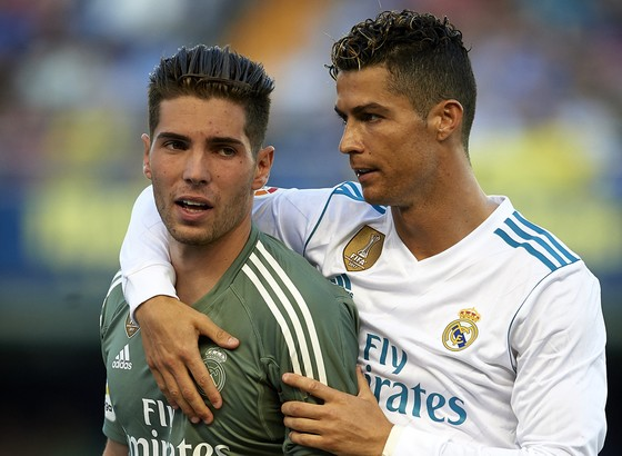 Cristiano Ronaldo và con trai Zidane trong ngày ra mắt