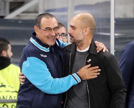 Pep Guardiola rất ái mộ Sarri (trái, Napoli)
