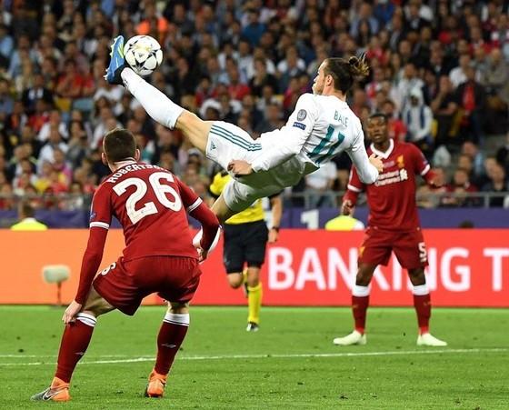Ronaldo đánh bại Bale để đoạt giải Bàn thắng đẹp nhất mùa giải Champions League  ảnh 1
