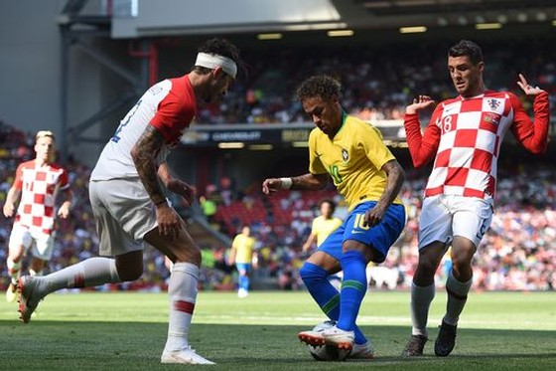 Neymar nhảy điệu samba trên sân Anfield ảnh 2