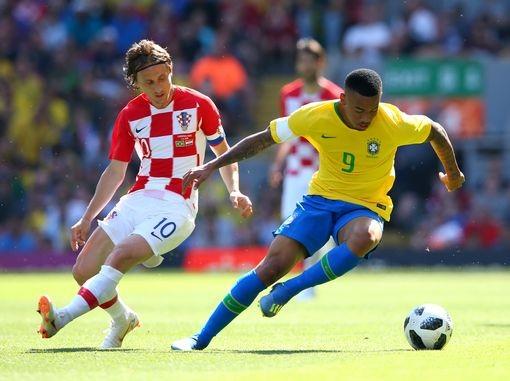 Neymar nhảy điệu samba trên sân Anfield ảnh 6