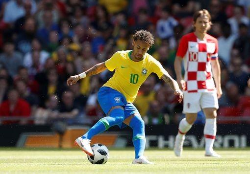 Neymar đã trở lại với những pha đi bóng xuất sắc.