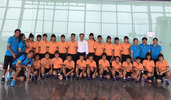 Đội U15 nữ Việt Nam đi Lào thi đấu. Ảnh: VFF