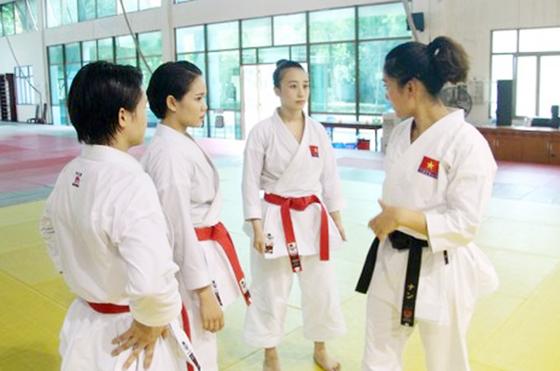 Võ sĩ karatedo Việt Nam luyện tập quên ngày nghỉ ảnh 2