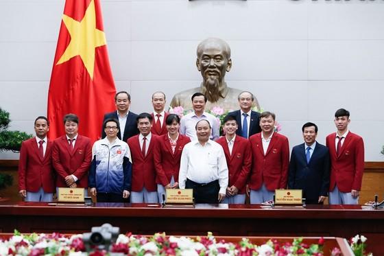 Thủ tướng Nguyễn Xuân Phúc chúc mừng đoàn thể thao SEA Games của Việt Nam ảnh 1