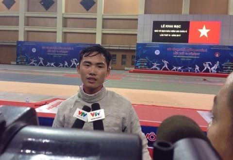 VĐV Vũ Văn Hùng đoạt HCB cho đấu kiếm Việt Nam. Ảnh: MINH CHIẾN