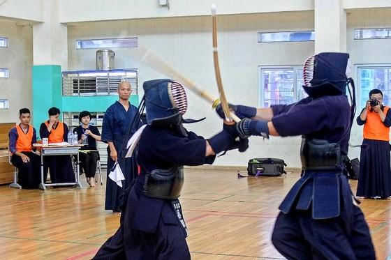 Môn kendo đang thu hút đông đảo VĐV tập luyện tại các thành phố lớn. Ảnh: MINH HOÀNG