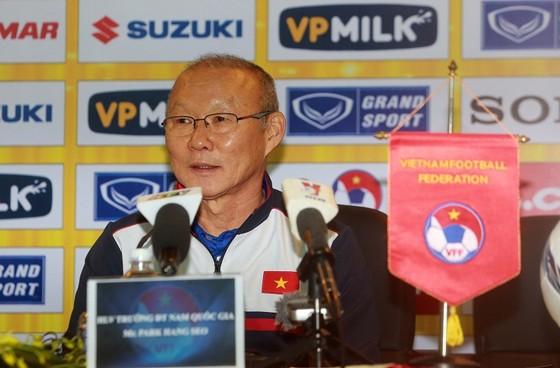 HLV trưởng Park Hang Seo gặp mặt phóng viên chiều 29-1. Ảnh: NGỌC HẢI