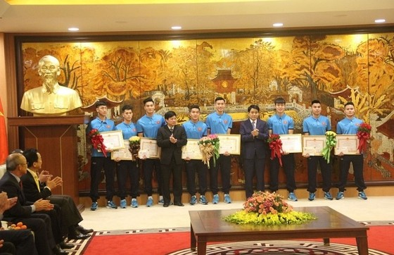 Nhiều địa phương tổ chức mừng công riêng cho tuyển thủ U23 tại quê hương ảnh 1