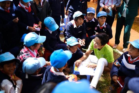 Hoa hậu Hoàn vũ H'Hen Niê tham gia Ngày đọc sách tại Lâm Đồng   ảnh 5