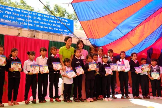 Hoa hậu Hoàn vũ H'Hen Niê tham gia Ngày đọc sách tại Lâm Đồng   ảnh 2