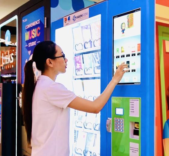 Khai trương máy bán sách tự động đầu tiên tại TPHCM  ảnh 4