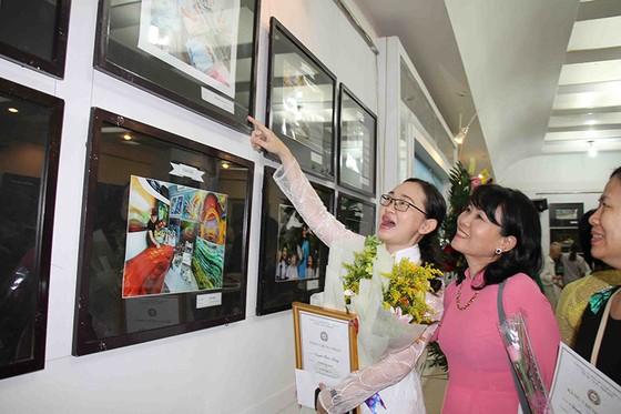 """Cuộc thi ảnh nghệ thuật """"Phụ nữ ngày nay"""": Tác phẩm: """"Mẹ hiền các bé"""" đoạt giải nhất  ảnh 1"""
