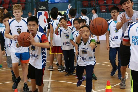 Chương trình JR. NBA Việt Nam: Hơn 8.000 thanh thiếu niên từ 200 trường đăng ký tham dự ảnh 1