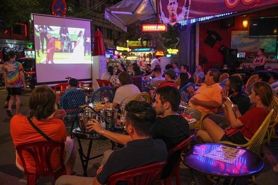 Khai mạc World cup 2018: SÔI ĐỘNG PHỐ TÂY BÙI VIỆN  ảnh 8