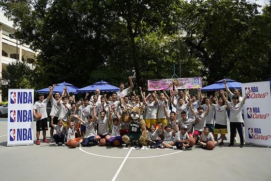 NBA trao tặng sân bóng rổ cho ĐH Y Dược TPHCM