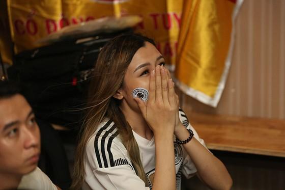 """CĐV tuyển Đức tại TPHCM """"sốc"""" khi đội nhà bị loại khỏi World Cup ảnh 6"""