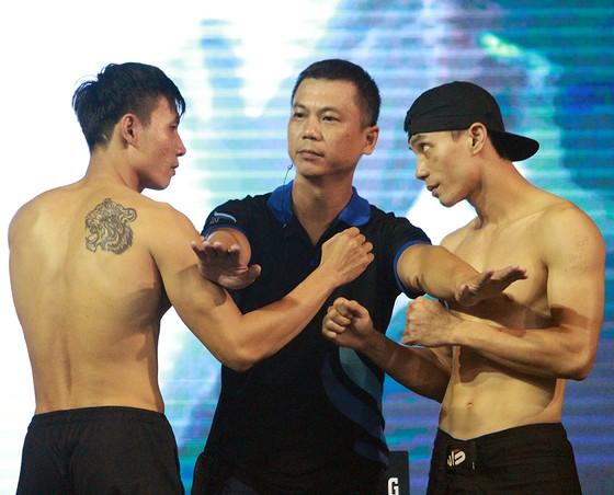 Cặp đấu Nguyễn Trọng Tưởng (Boxing Fighter's Club) vs Trịnh Văn Sỹ (Khang Anh)  trong buổi tập tai CLB Lan Anh. Ảnh: Nhật Anh