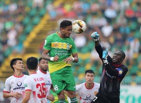 Wander Luiz ghi bàn mở tỷ số cho Cần Thơ ngay ở phút thứ 4. Ảnh: DŨNG PHƯƠNG