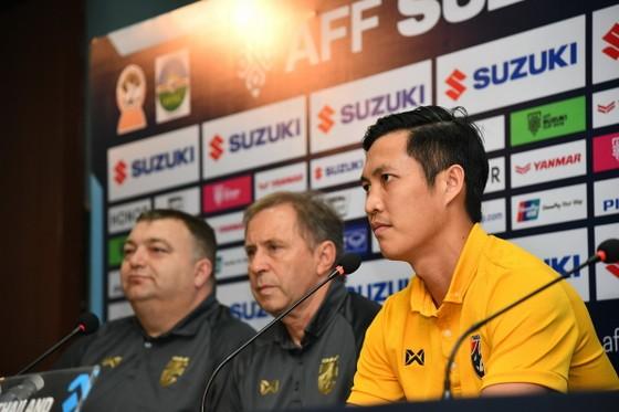 Chalermpong Kerdkaew tại buổi họp báo trước trận đấu